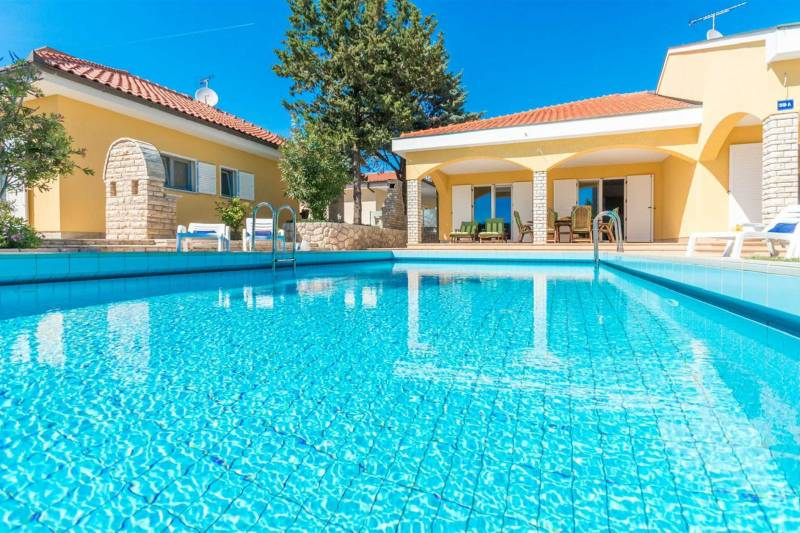 Villa  for 8 persons | Luxurios | Swimmingpool | Just 300m from beach
