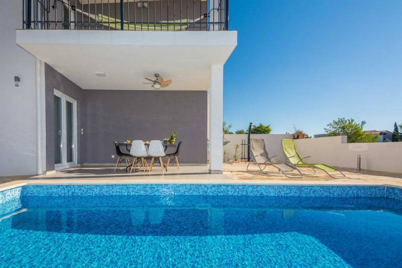 Villa | 6-8 persons | swimming pool | sea view